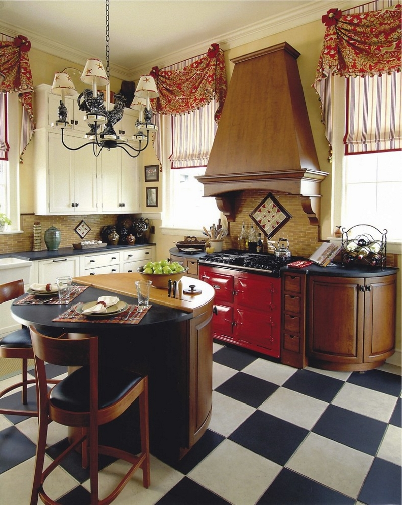 Шторы с ламбрекенами на кухне