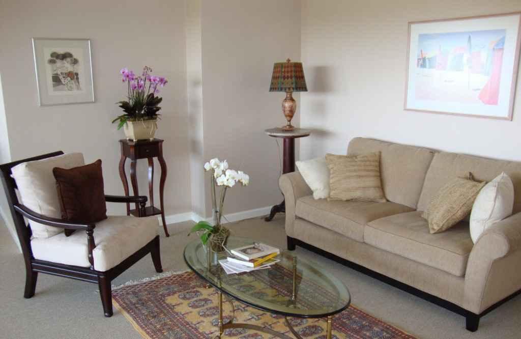 Мебель полукругом в гостиной по фен-шуй