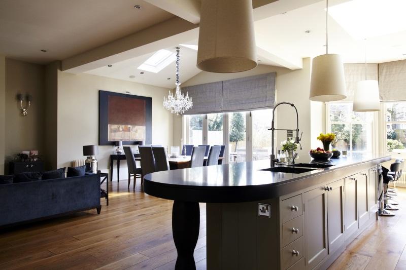 Гостиная, совмещенная со столовой и кухней