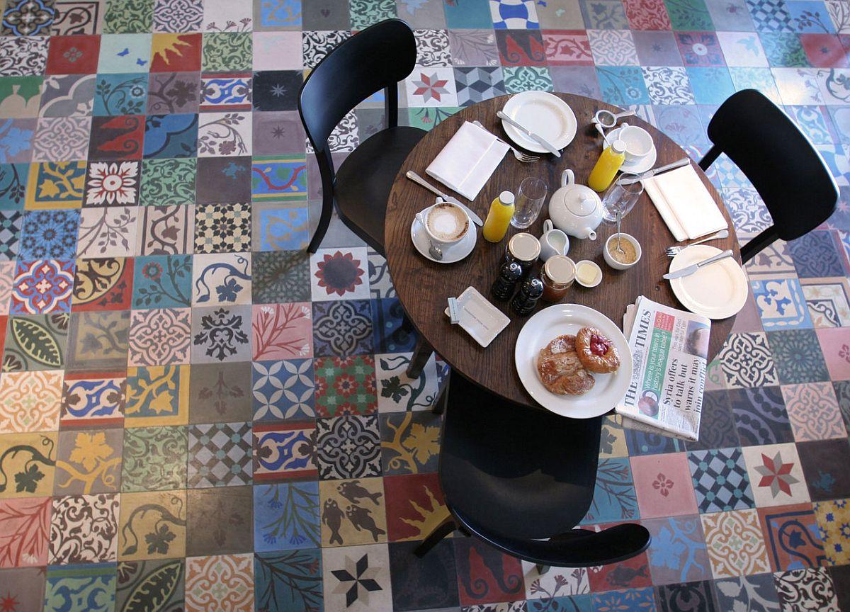 Композиция плитки в стиле пэчворк на полу