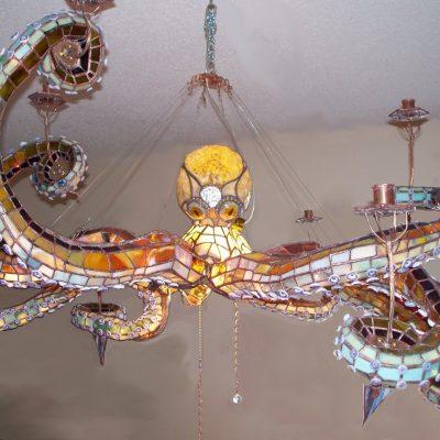 Люстра витражная в виде осьминога