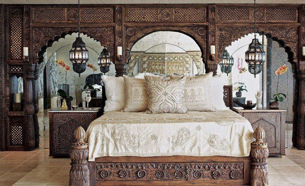 Роскошная резная кровать в восточном стиле