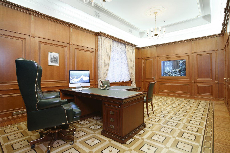 Паркет на полу в кабинете в английском стиле