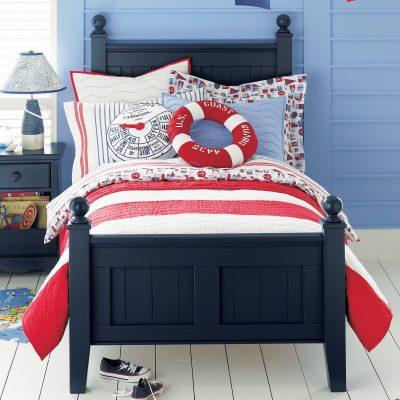 Простая кровать в морском стиле