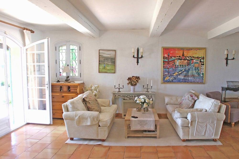 Уголок Франции у вас дома: гостиная в стиле прованс