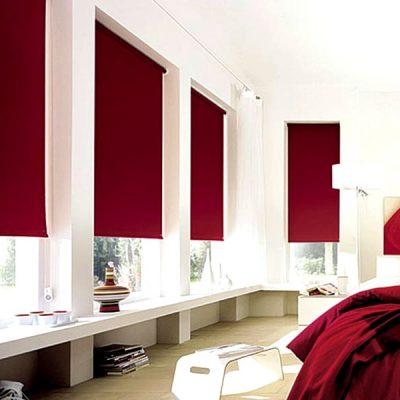 Рулонные шторы бордового цвета