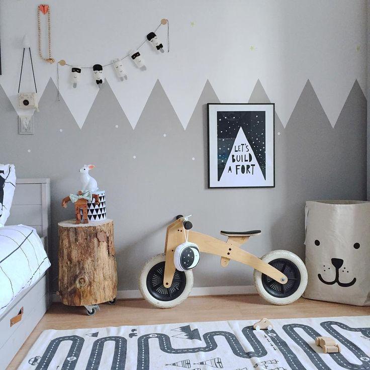 Для отделки стен детской комноты лучше выбирать натуральные материалы