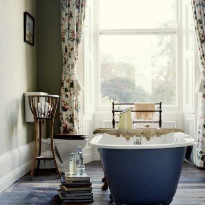 Шторы в цветочек в ванной в стиле ретро