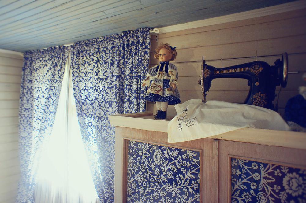 Винтажные аксессуары в спальне в деревенском стиле