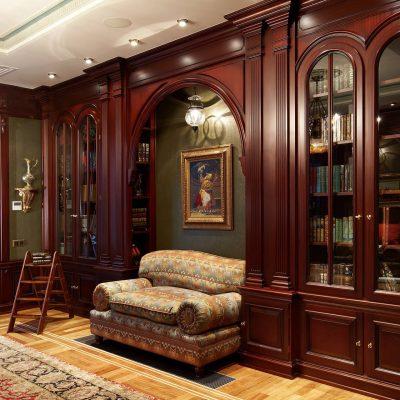 Стенка для книг в кабинете в английском стиле