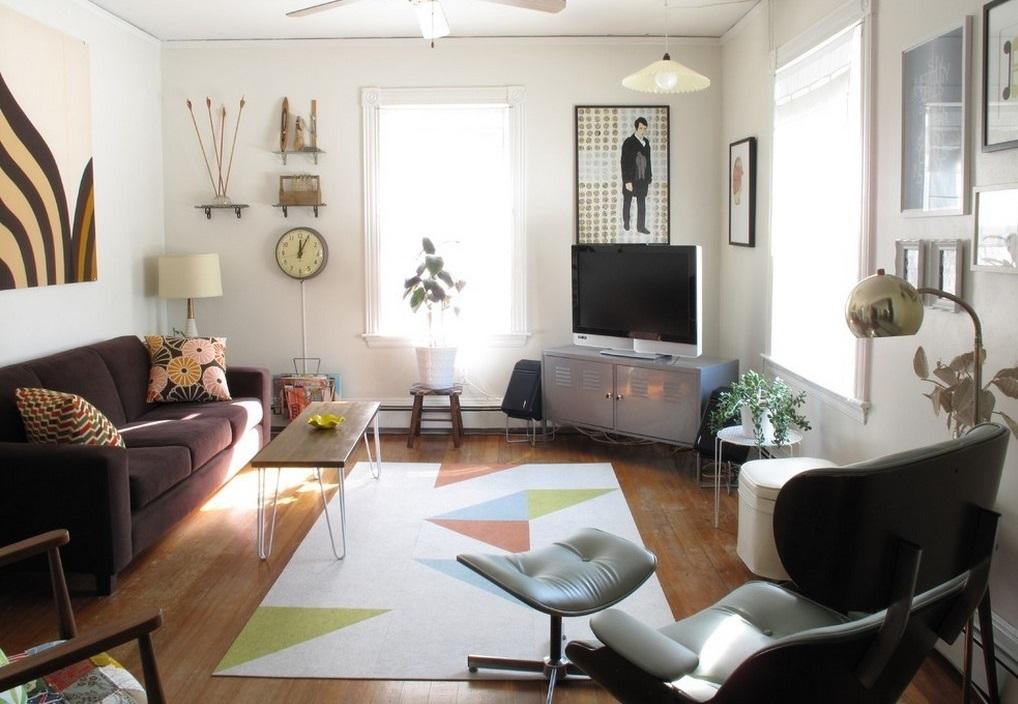 Пример закрывания углов в квартире предметами мебели и декора