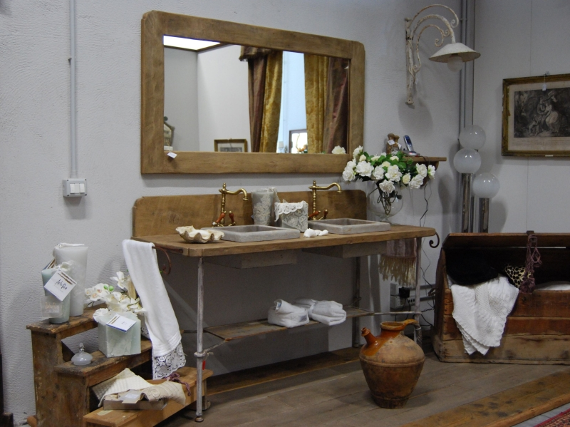 Зеркало в ванной в стиле ретро