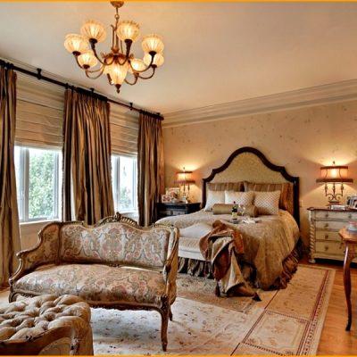 золотистые шторы в спальне