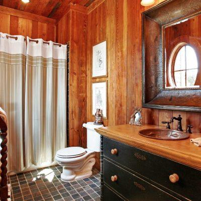 Ванная комната в интересном оформлении