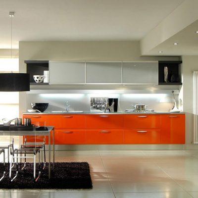 Оранжевый акцент на кухне модерн