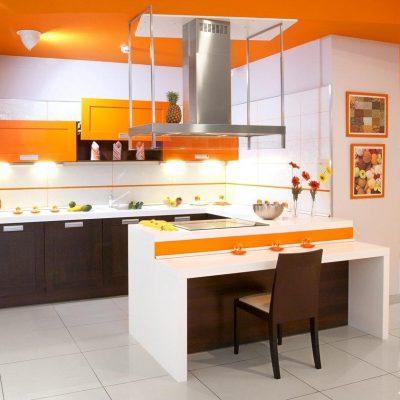 Необчный цвет потолка кухни