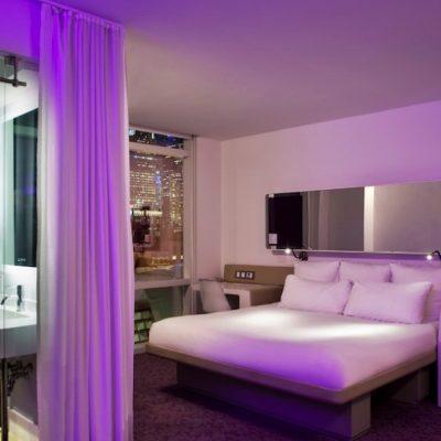 фиолетовая подсветка спальни