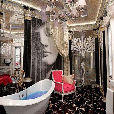 Кресло в интерьере ванной