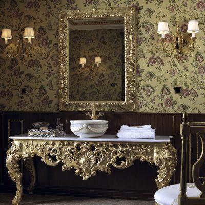 Столик в стиле барокко