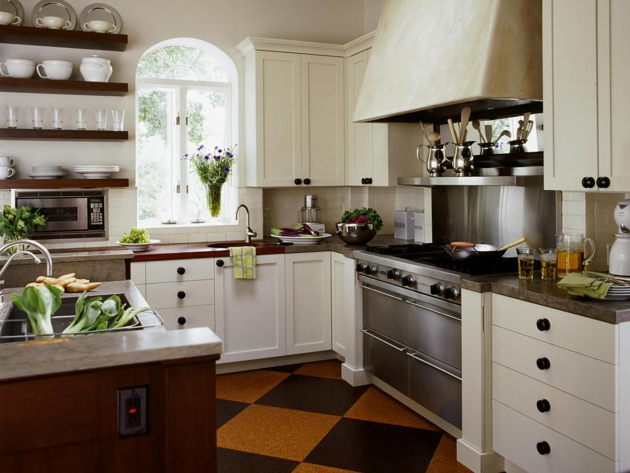 Окно арочное на кухне