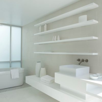 Белые цвета в ванной