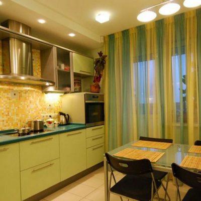 Сочетание штор с кухней