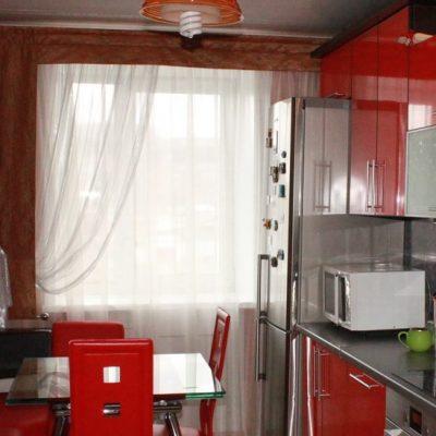 Римские шторы на кухне в квартире