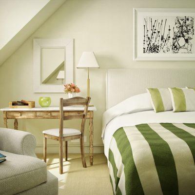 Небольшая картина для украшения спальни