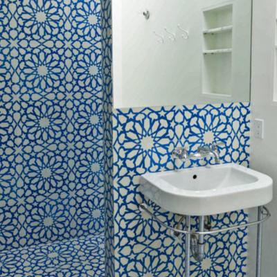 Синяя плитка в стиле фьюжн