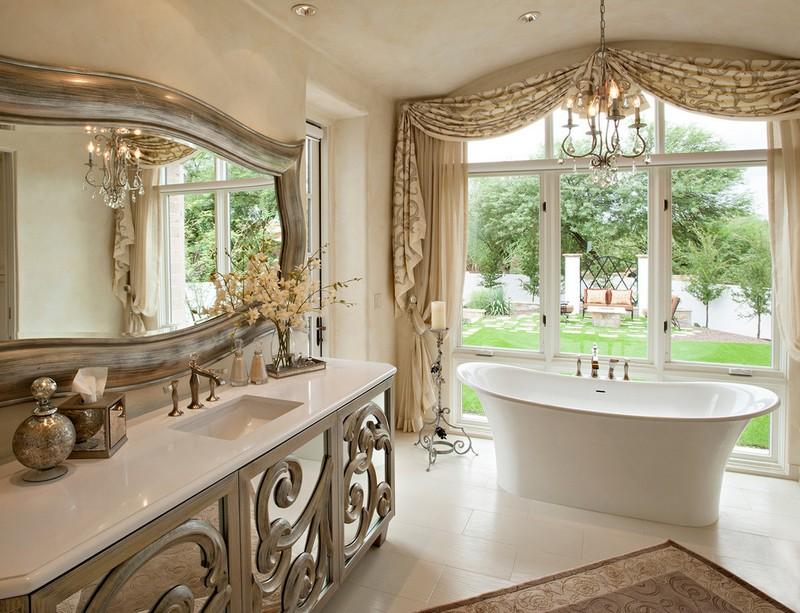 Зеркало в класической ванной
