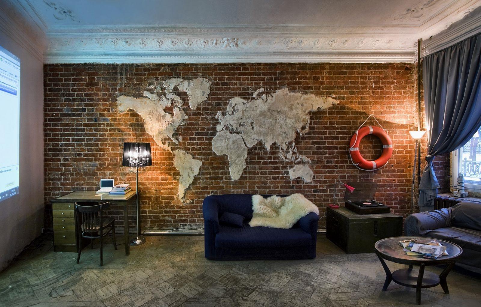 карта на стене кабинета