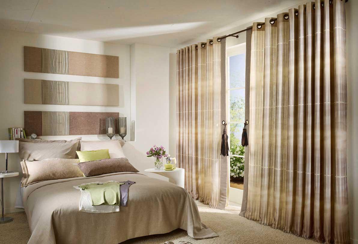 Шировкие шторы в спальне