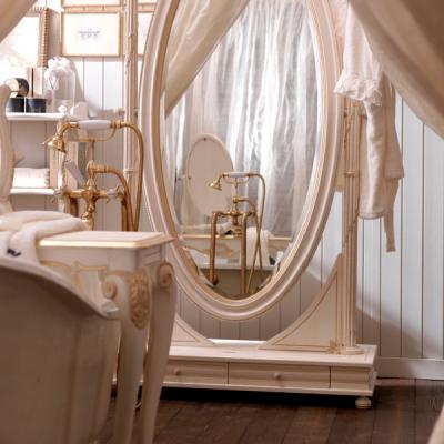 Изящное зеркало в интерьере