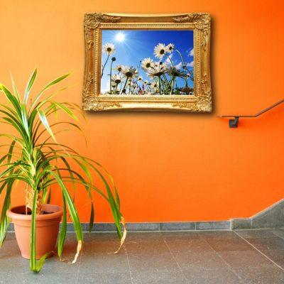 Картина на оранжевом фоне
