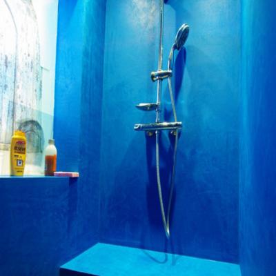Стены ярко синие
