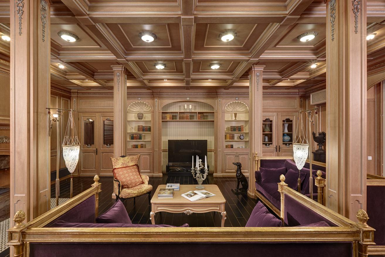 Красивый зал барокко стиля