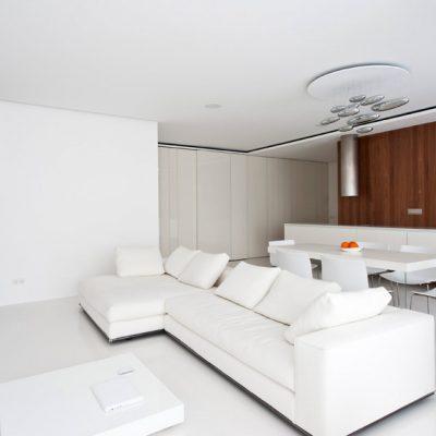 Белый интерьере в стиле минимализма