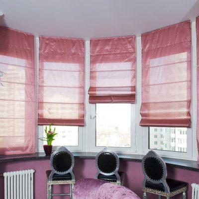Розовые римские шторы