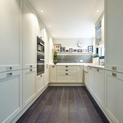 Прямая узкая кухня