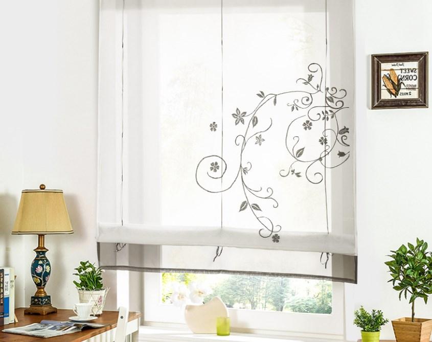 Белые шторы с узорами