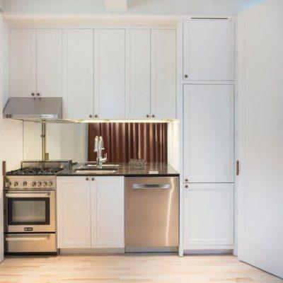 Маленькая белая кухни