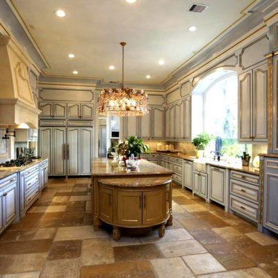 большая кухня во французском стиле