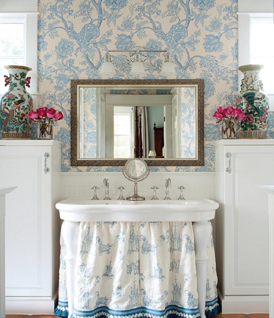 Цветочные аксессуары в ванной в стиле прованс