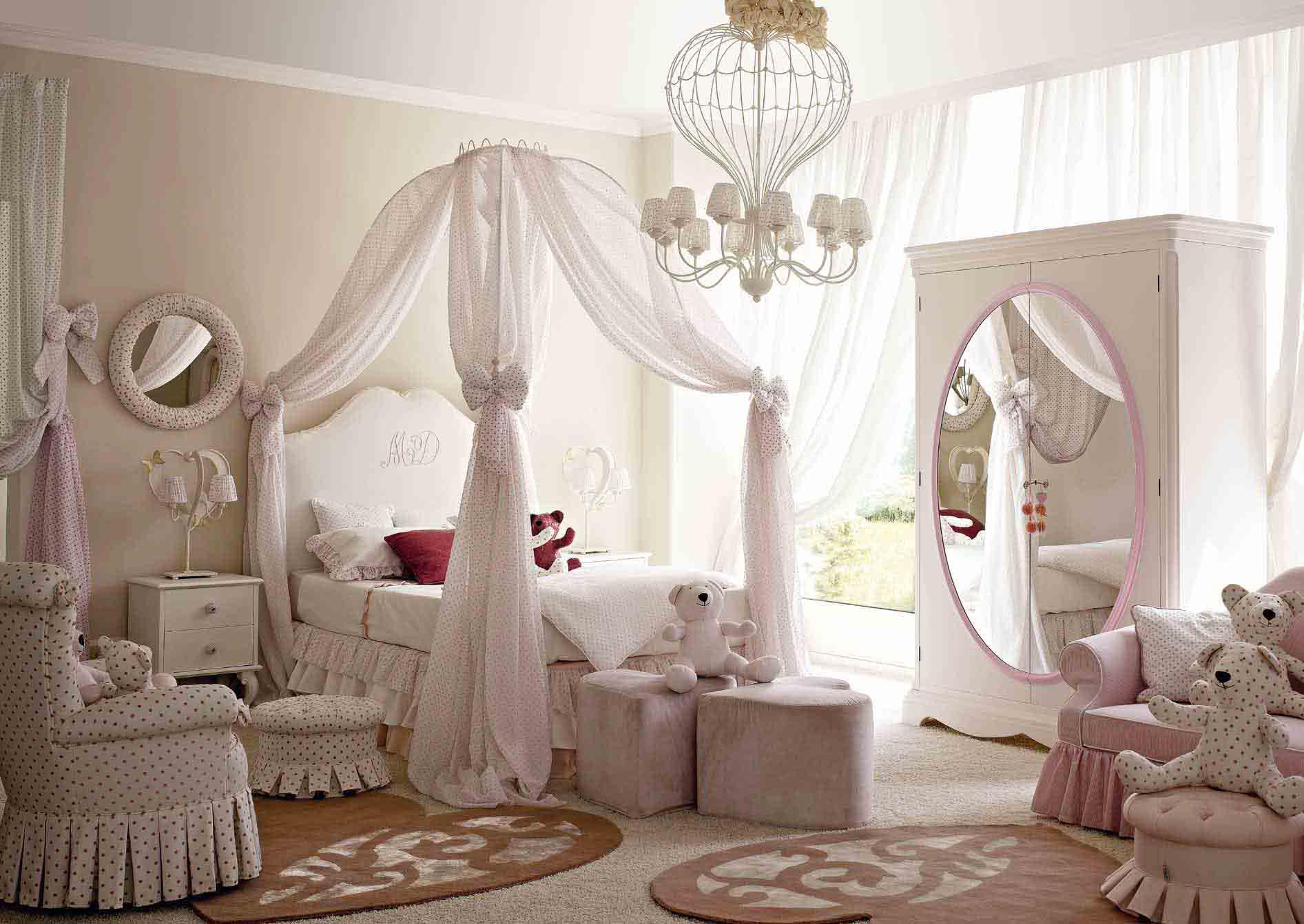 В детской для девочки кровать можно украсить балдахином