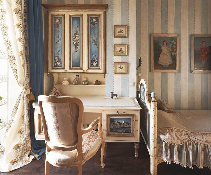 Очень красиво выглядит мебель с художественной росписью