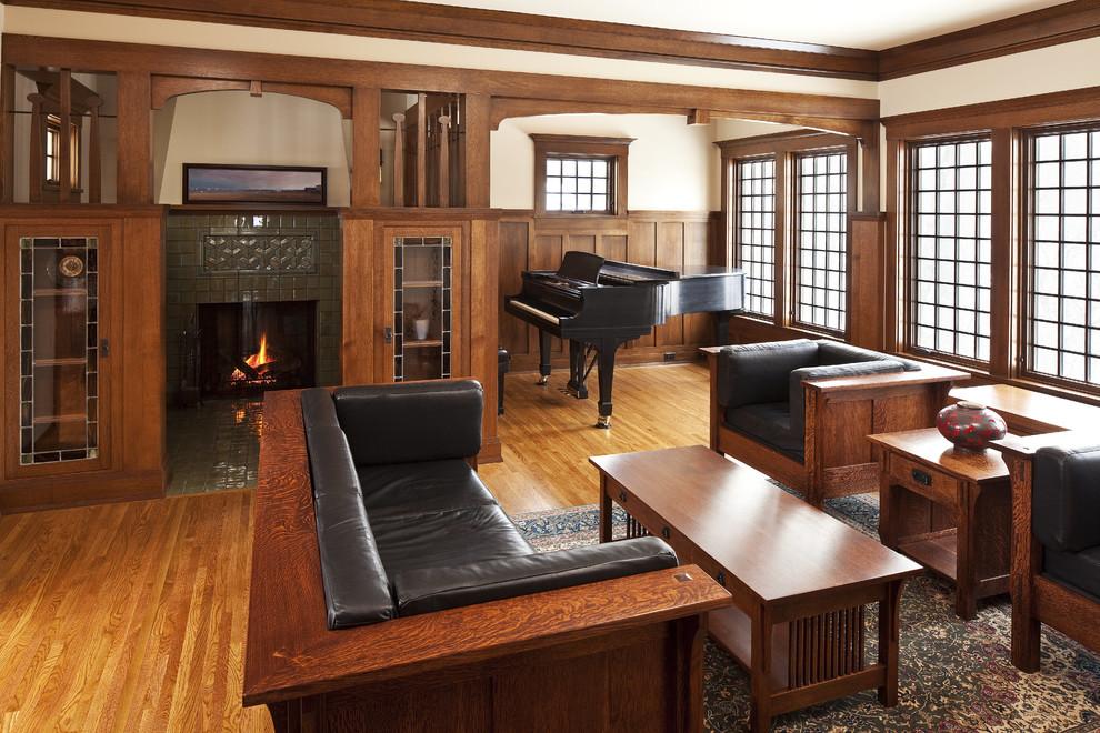 Хорошо в американской гостиной смотрится массивная деревянная мебель