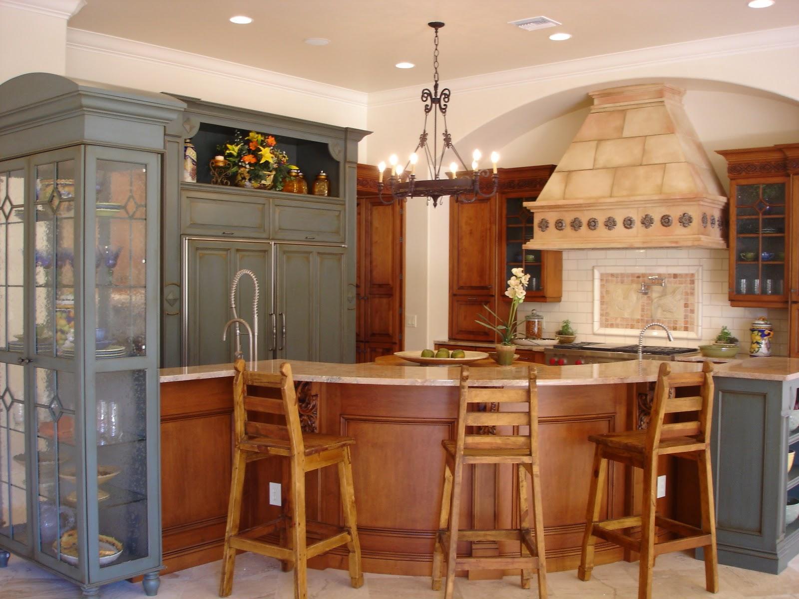 Люстры под старину прекрасно дополнят итальянский стиль в интерьере кухни