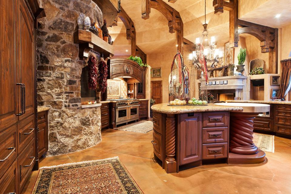 Классический интерьер итальянской кухни - это всегда размах и роскошь