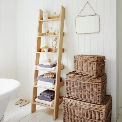 Корзины и лестница для ванной в стиле прованс