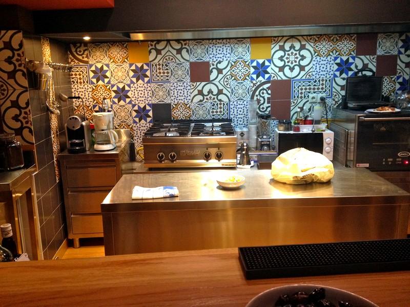 Плитка в интерьере восточной кухни